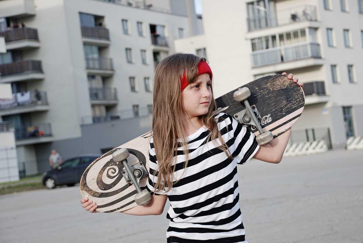 mädchen kind skateboard