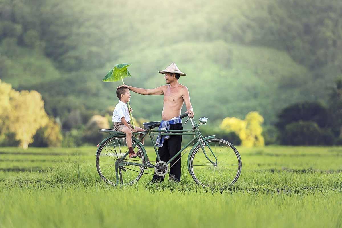 Kind mit Vater Landschaft